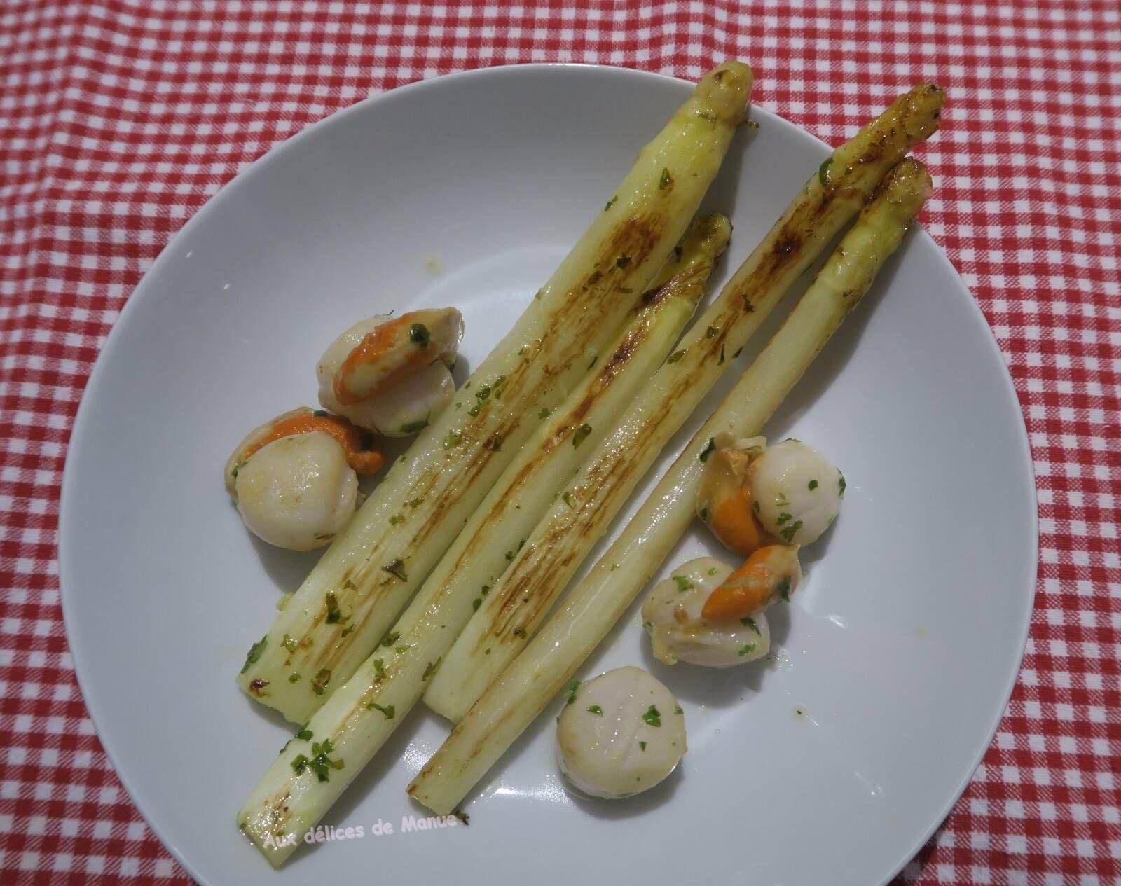 Asperges blanches des landes et noix de st jacques au beurre ail et persil