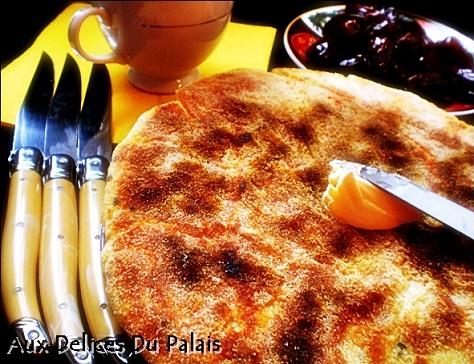 Batbout feuillete pain marocain au beurre