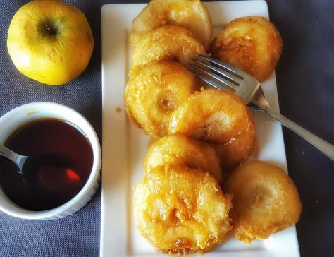 Beignets de pommes au caramel de cidre