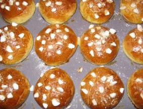 Brioche et briochettes au sucre perle