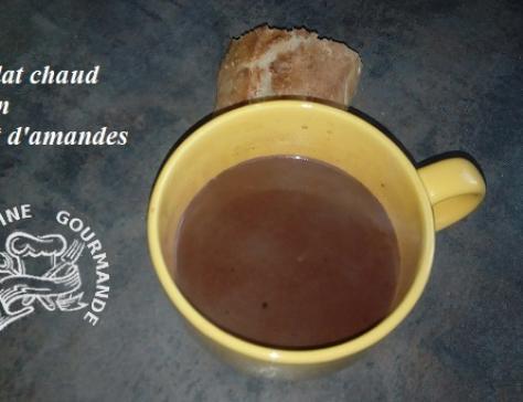 Chocolat chaud maison au lait d amandes