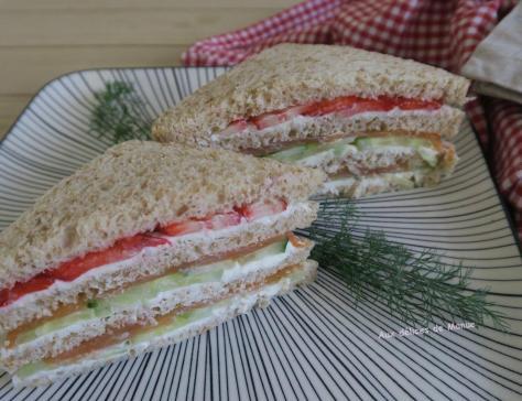 Club sandwich a la truite fumee concombre et fraises