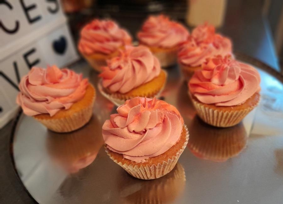 Cupcake bicolore a la creme au beurre a la meringue italienne