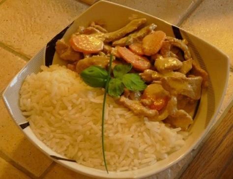 Eminces de porc aux petits legumes curry vert et basilic