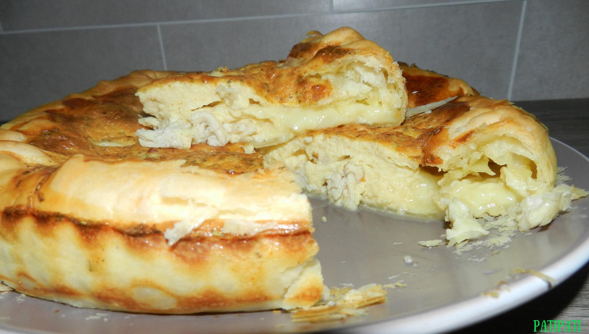 Gateau de pate feuilletee fourree au camembert 1