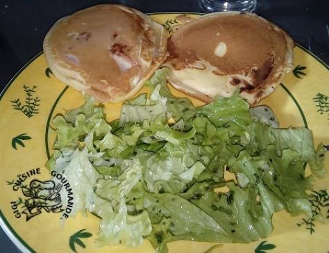 Pancake salé au jambon et fromage
