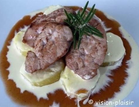 Noix de ris de veau et pommes de tere safrane