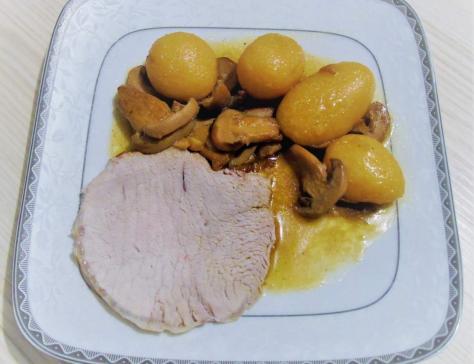 Rôti de porc , pommes de terre et champignons au Cookéo