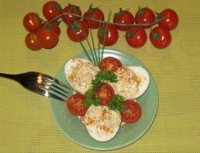Oeufs durs au chevre et a la tomate