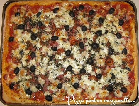 Pizza jambon tomate mozarella