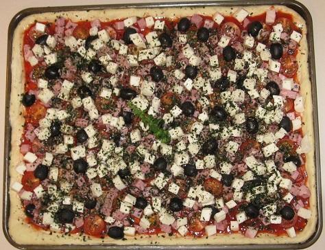 Pizza jambon tomate mozzarella crue