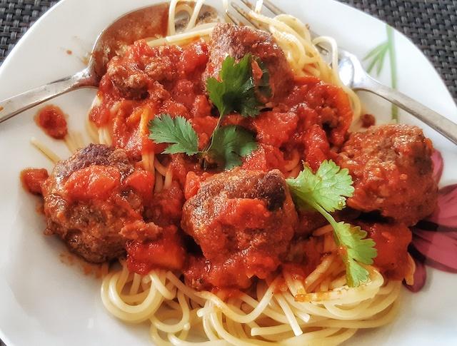 Polpettine a la tomate ou boulettes de boeuf à la sauce piquante
