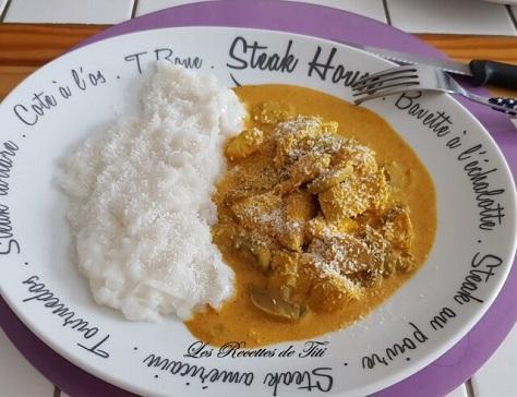 Poulet au curry jaune et nouilles au riz