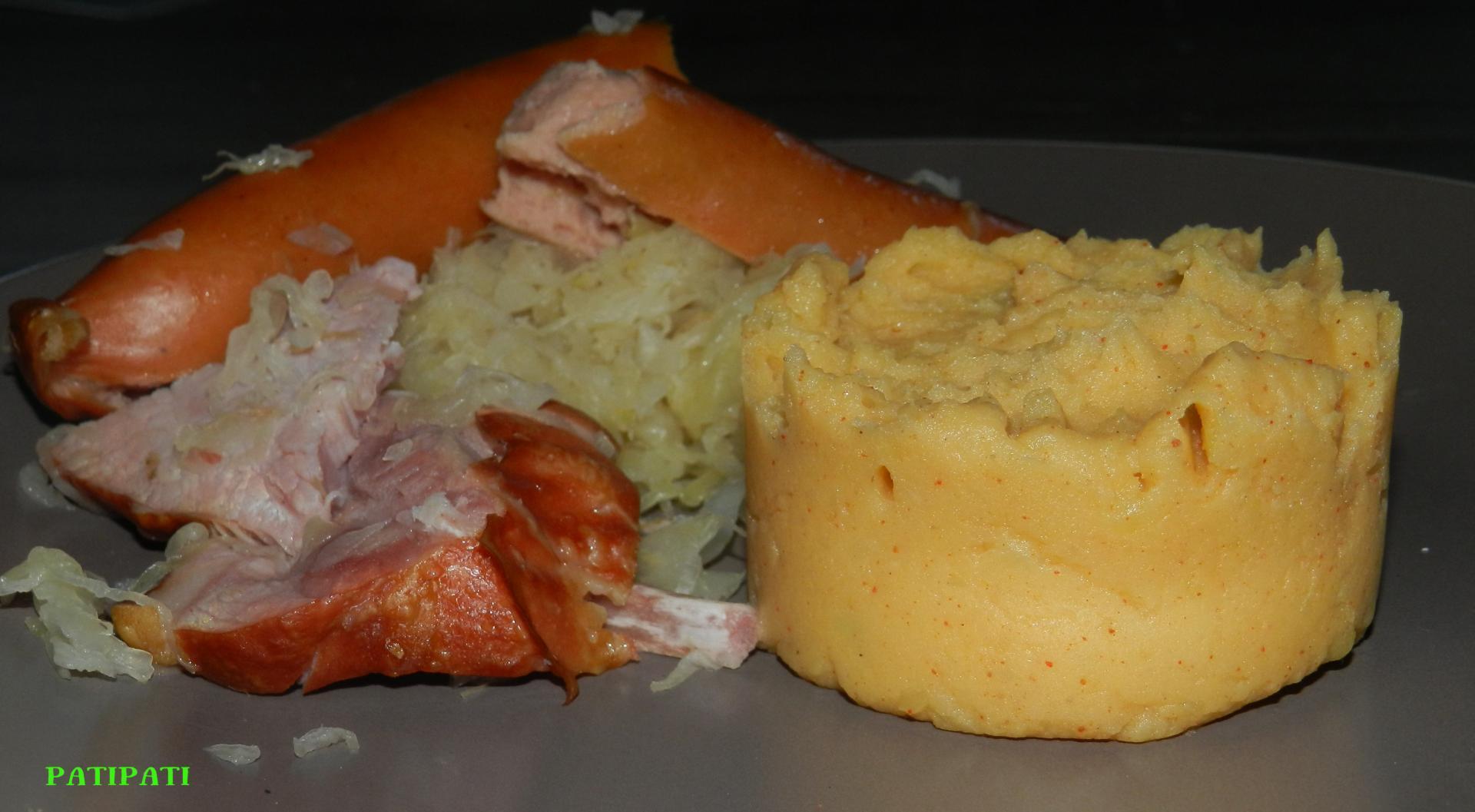 Puree de pomme de terre au paprika accompagnee de sa choucroute
