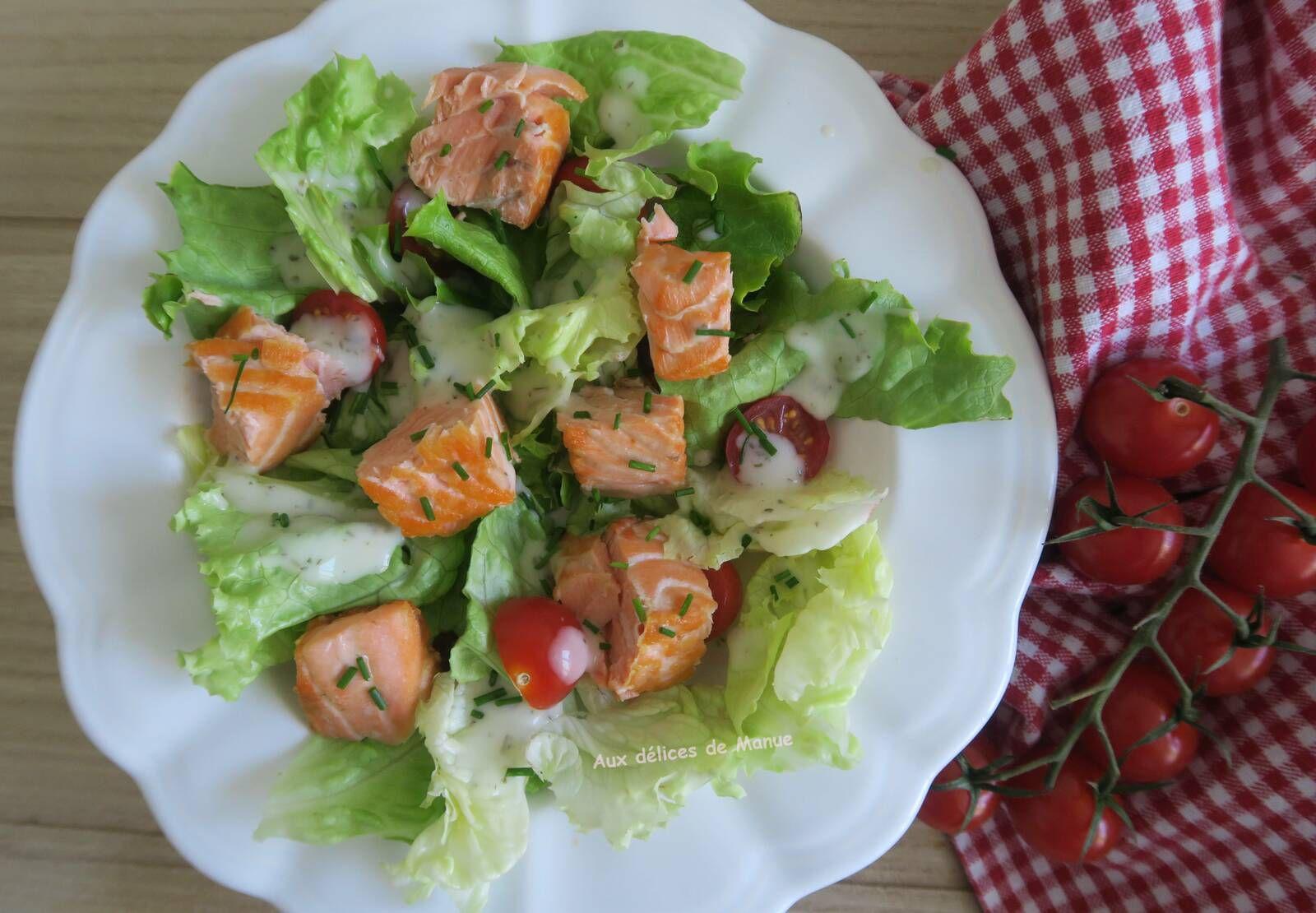 Salade verte aux des de saumon rotis