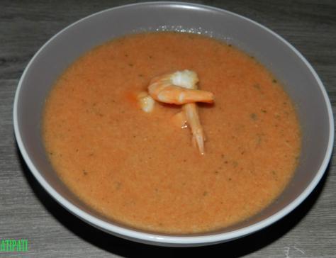 Soupe aux poissons garnie de scampis