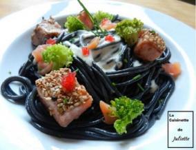 Spaghettis a l encre de seiche et aux 2 saumons brocolis creme au parmesan et ufs de lump