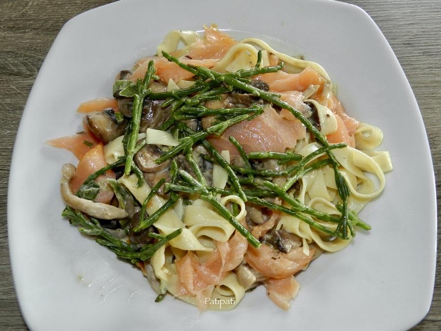 Tagliatelles sauce champignons creme saumon fume et salicorne