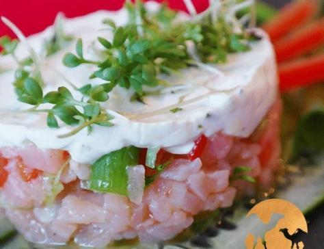 Tartare de saumon et concombre au lait de chamelle