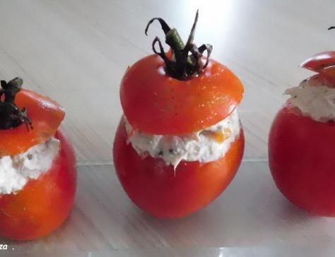 Tomates du jardin farcies aux rillettes de thon